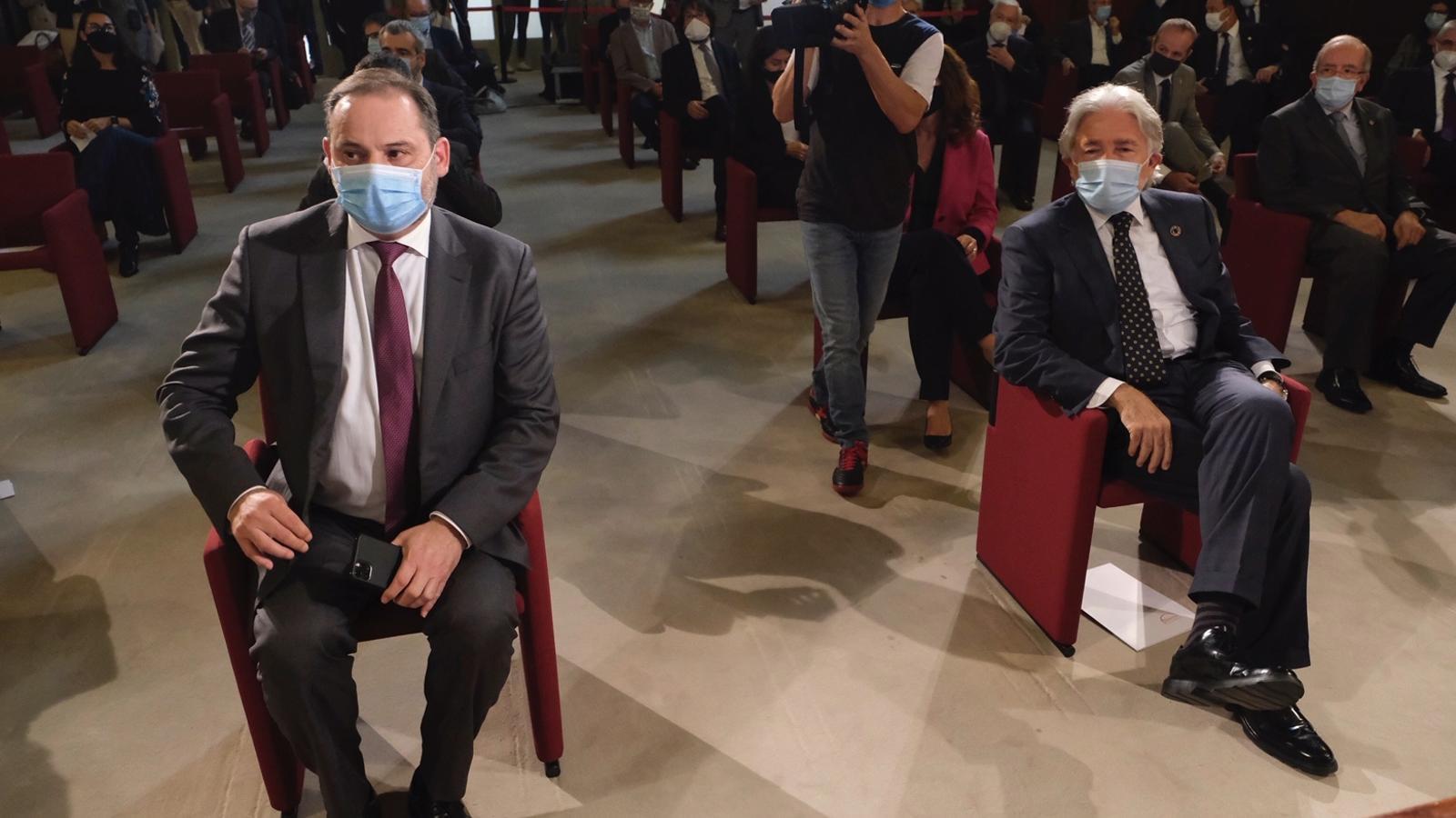 El ministre de Foment, José Luis Ábalos, i el president de Foment, Josep Sánchez Llibre, a la trobada.