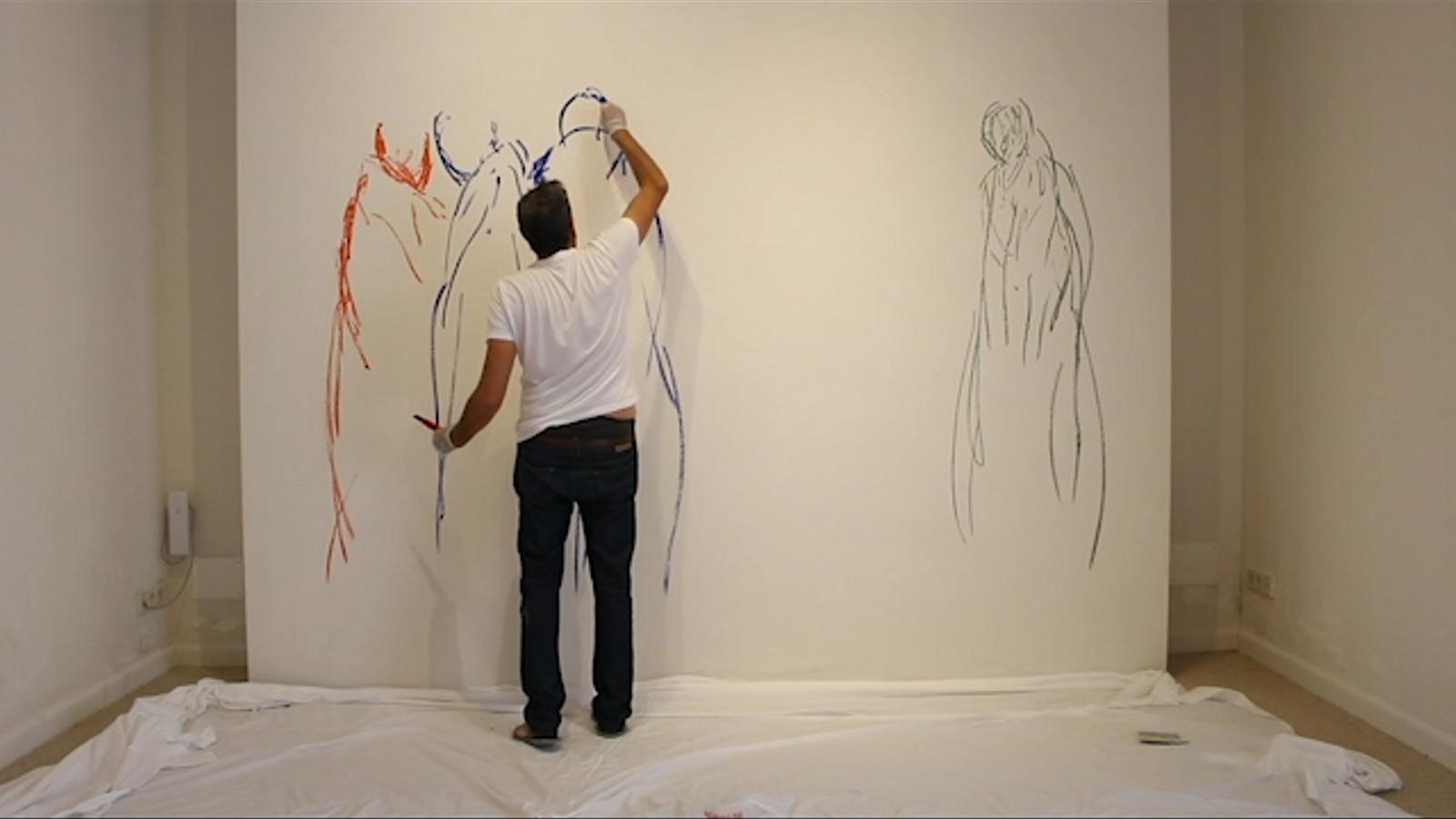 Vídeo de Mendiola durant el seu procés productiu