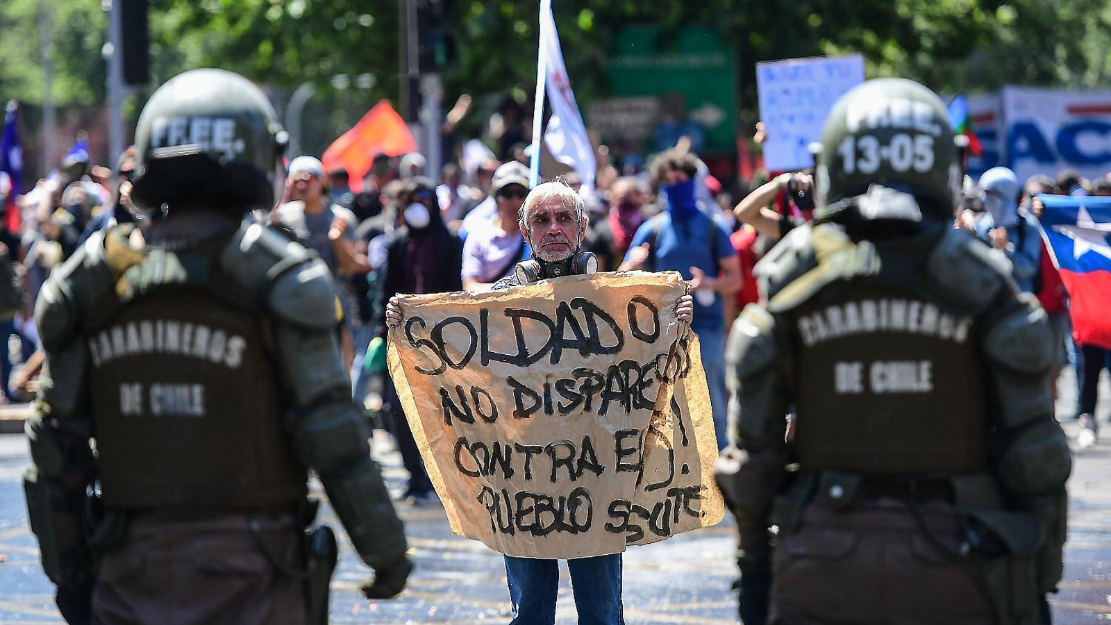 Una vaga massiva posa el govern xilè contra les cordes