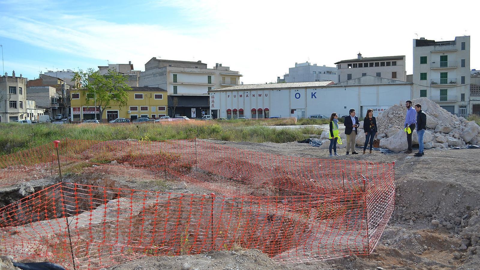 ZONA AMB RESIDUS PERILLOSOS  La illeta Majorica acollí la vella fàbrica i ha passat un procés de descontaminació.