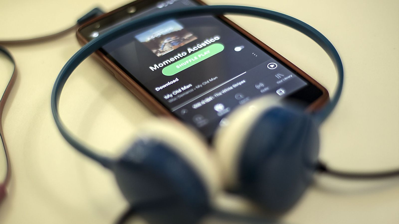 Polèmica  pels músics 'falsos'  a spotify
