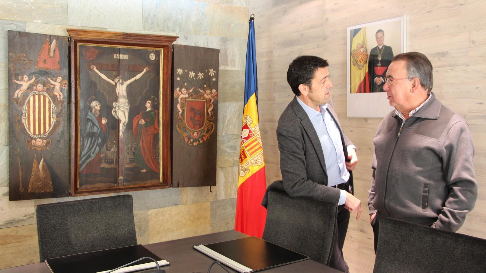 El cònsol major d'Ordino, Josep Àngel Mortés, i el president de Nord Andorrà, Josep Montané Pons, han signat el conveni. / COMÚ D'ORDINO