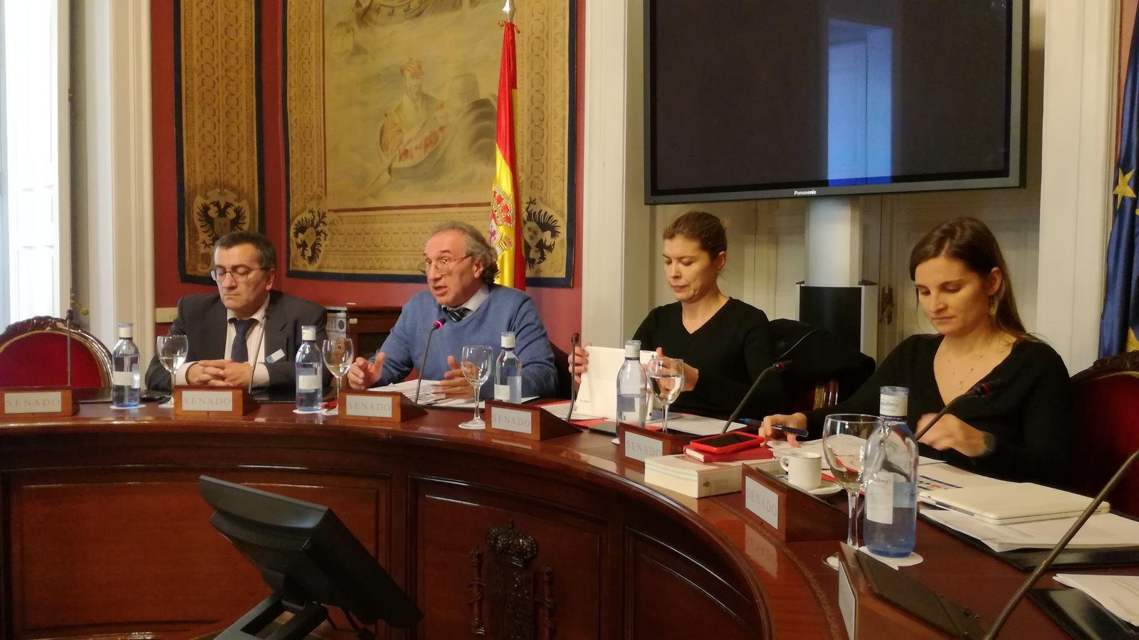 El conseller d'educació, Martí March, i el director general de Planificació, Ordenació i Centres, Antoni Morante, al Senat