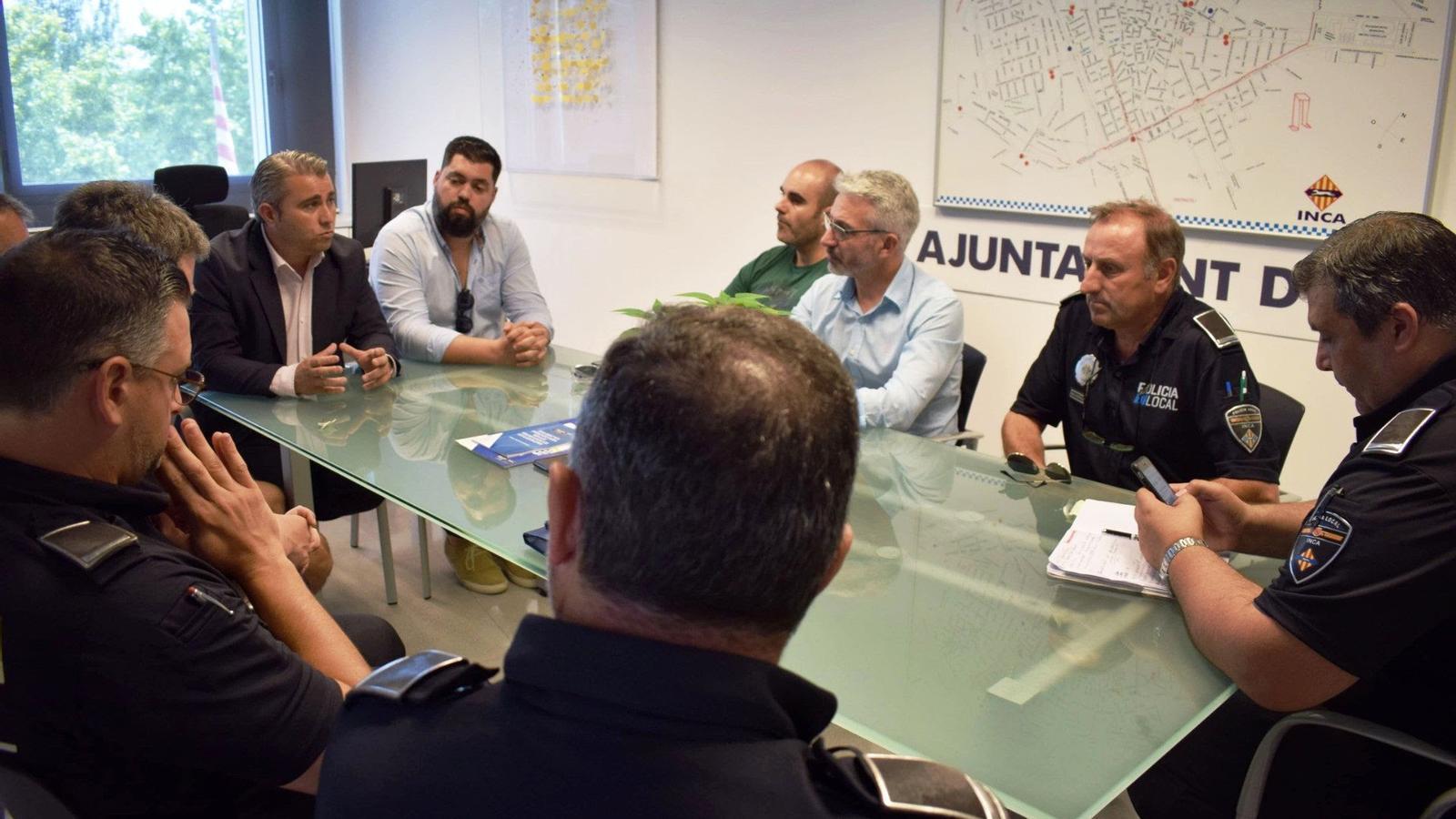 Reunió del batle amb membres del departament de Policia.