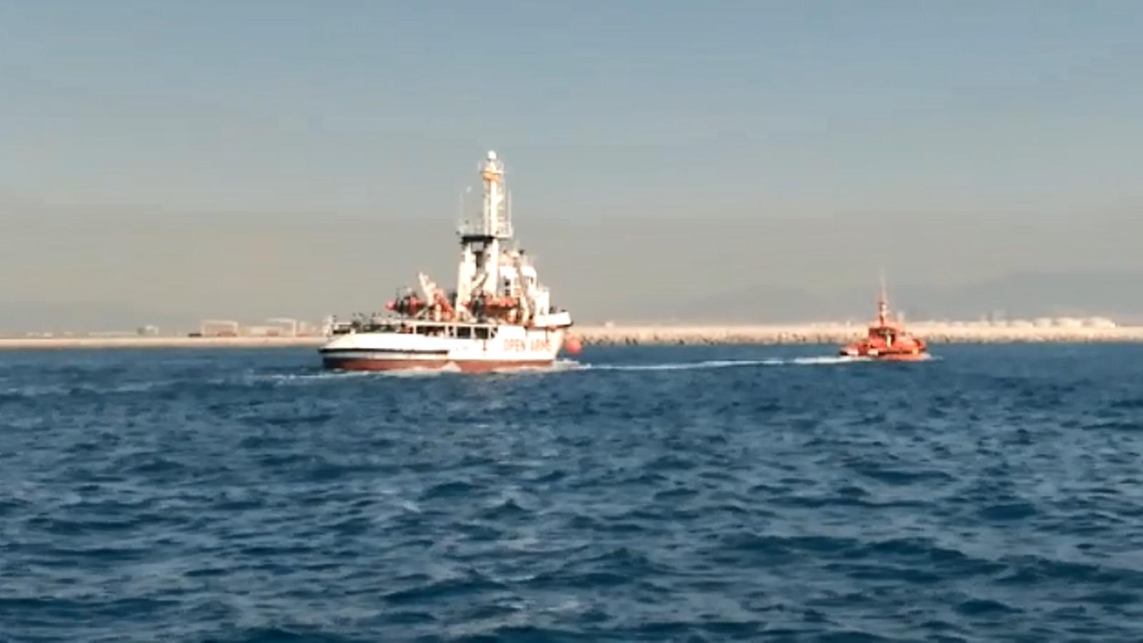 El vaixell 'Open Arms' entra al port de Barcelona