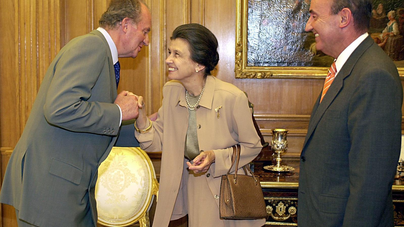 Helena Cambó en un acte al Palau de La Zarzuela amb el rei Joan Carles i Miquel Roca Junyent, l'any 2002