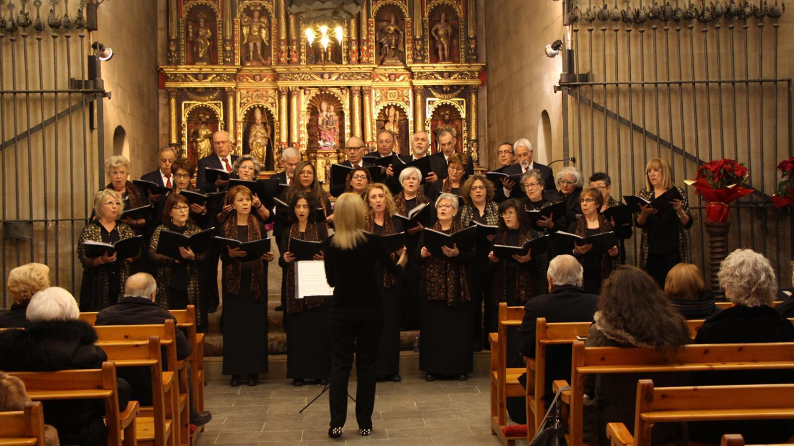 Un moment del concert de Nadal de la Coral Casamanya i l'Orfeó Andorrà, a l'interior de l'església parroquial d'Ordino. / L. M. (ANA)