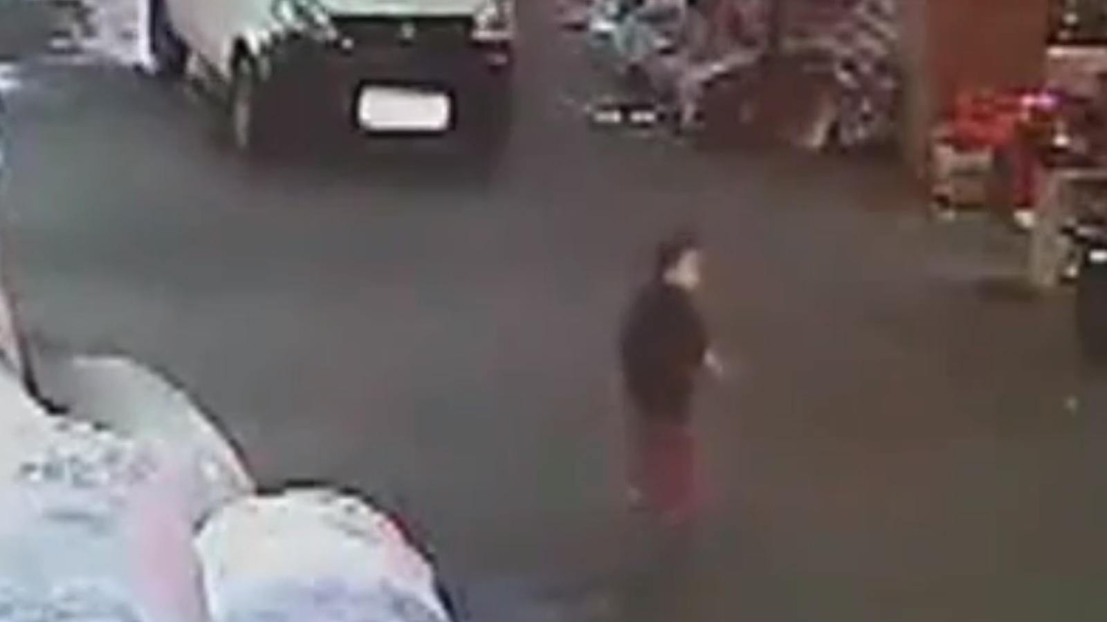Una nena xinesa de dos anys és atropellada dues vegades sense que cap vianant l'ajudi