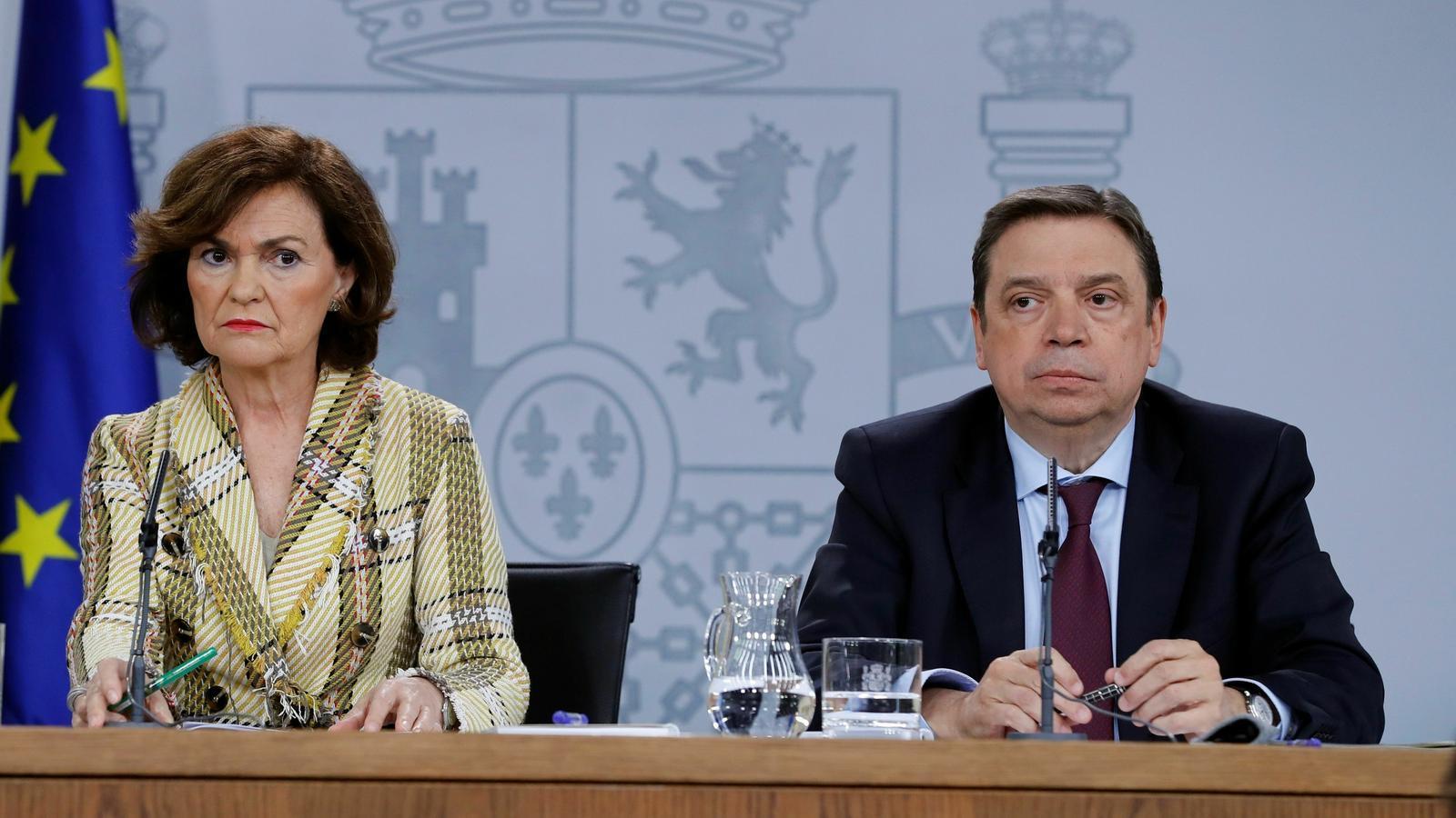 Luis Planas, aquest matí, acompanyat de la Vicepresidenta Carmen Calvo, en roda de premsa