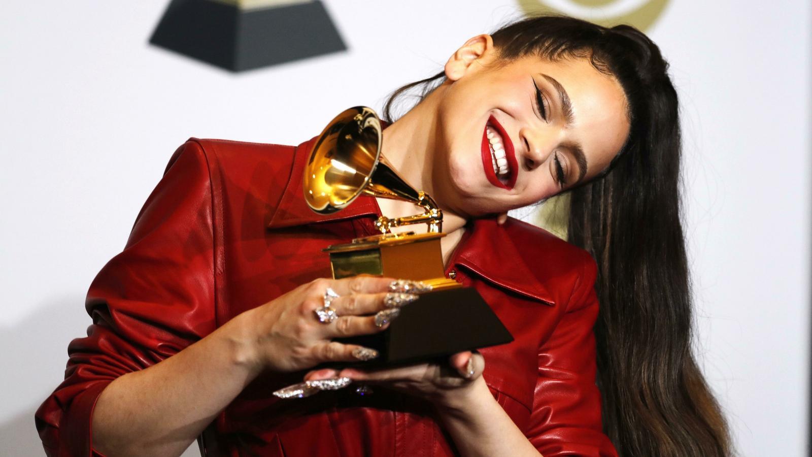 Rosalia es posa a la sala de premsa amb el Grammy al millor àlbum llatí, urbà o alternatiu per a 'El Mal Querer'
