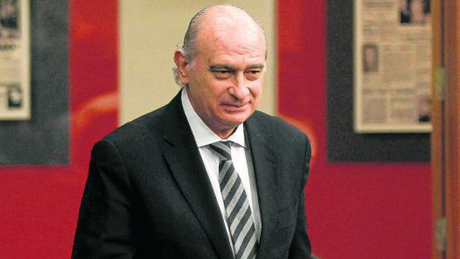 Ofendre espanya ser multat amb euros for Ministre interior
