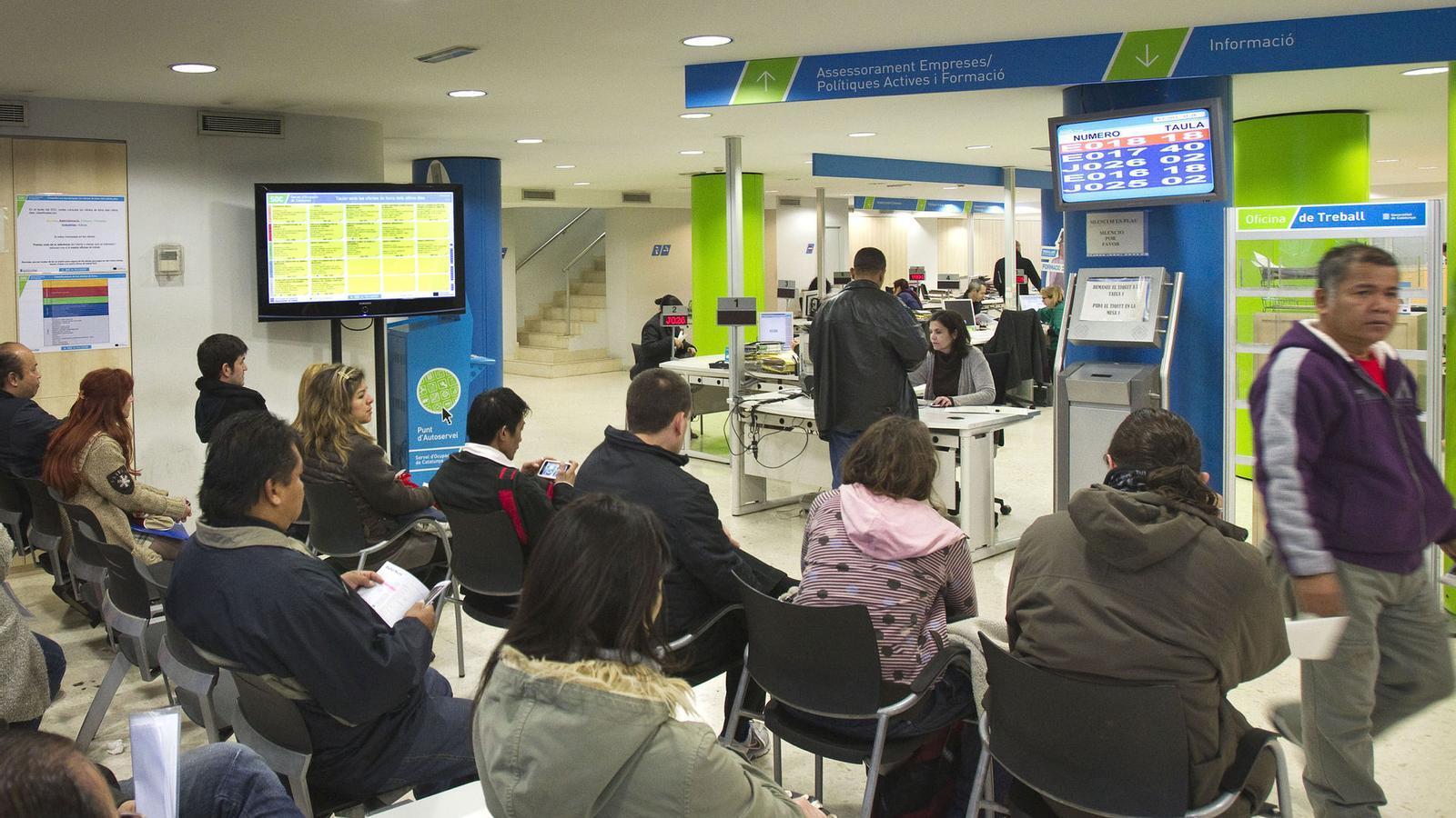 La generalitat destinar 332 milions a atendre aturats un for Oficinas soc barcelona