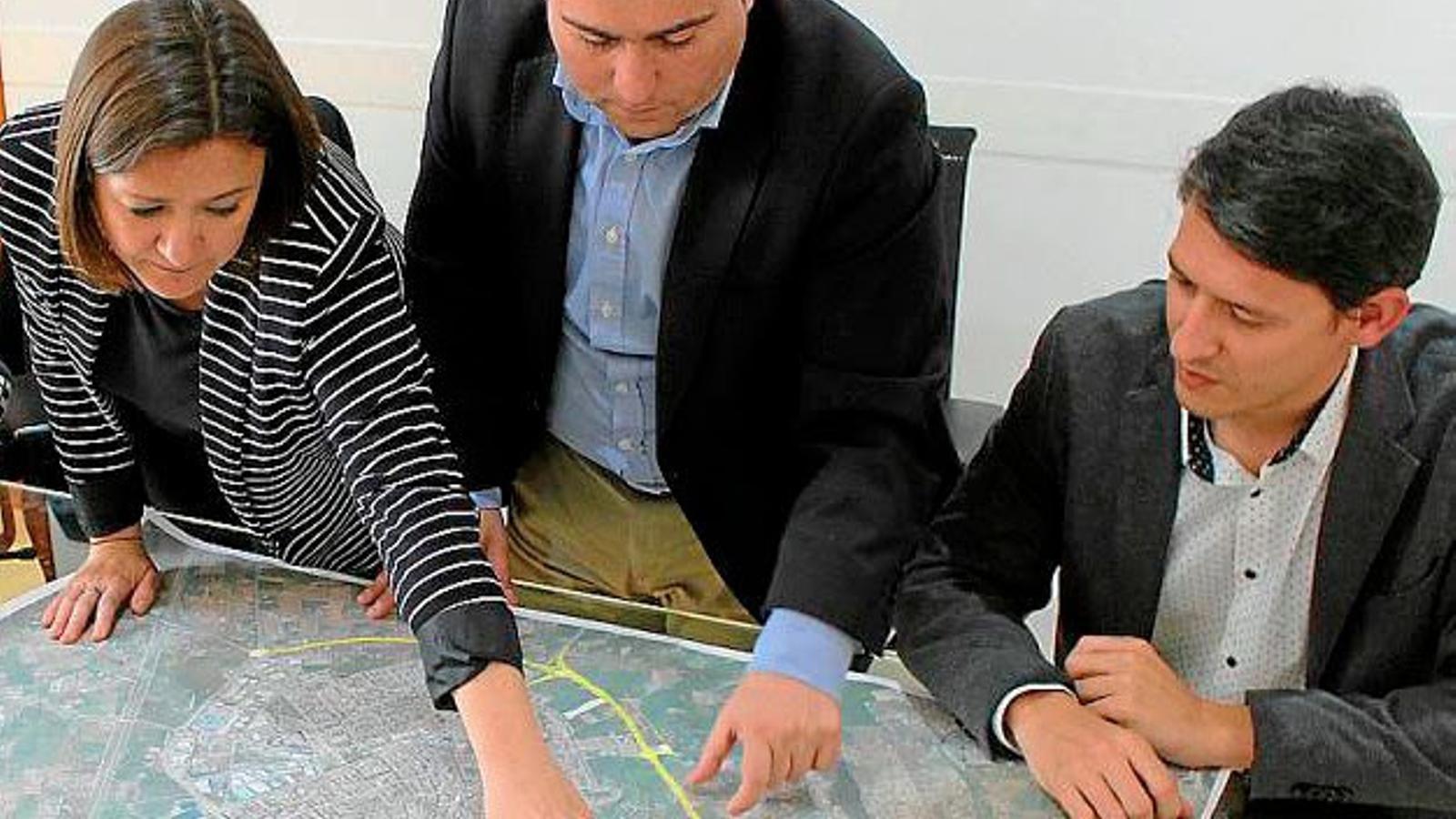 Garrido i Moreno explicant el traçat de la futura Ronda Nord d'Inca.