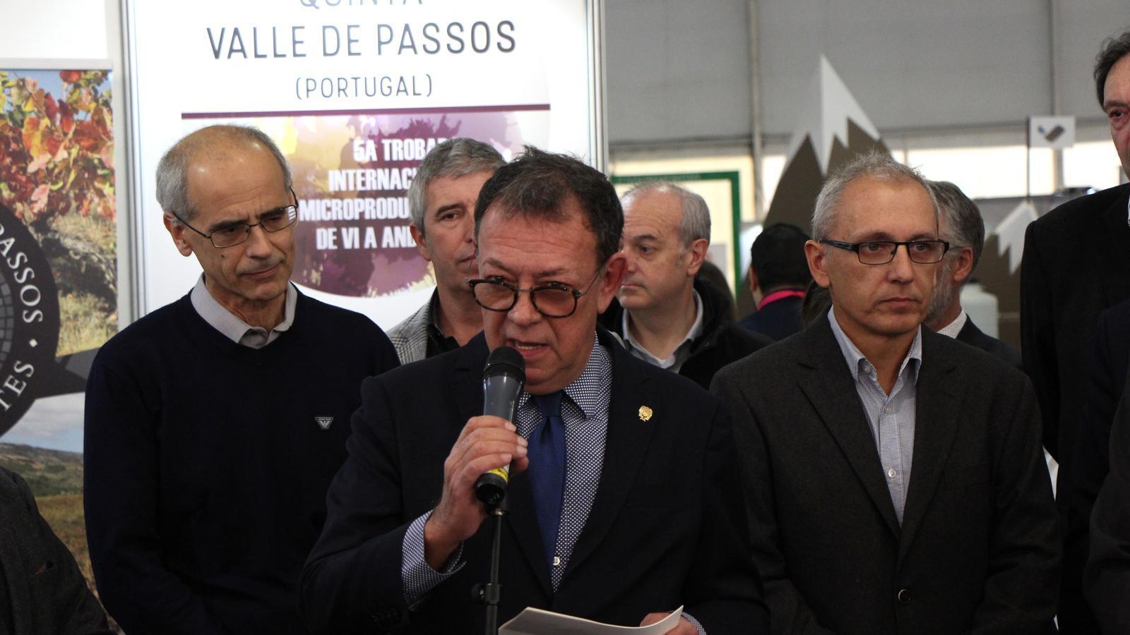 El cap de Govern, Toni Martí, al costat del cònsol major de Sant Julià, Josep Miquel Vila, durant la inauguració de la fira. / M. M.