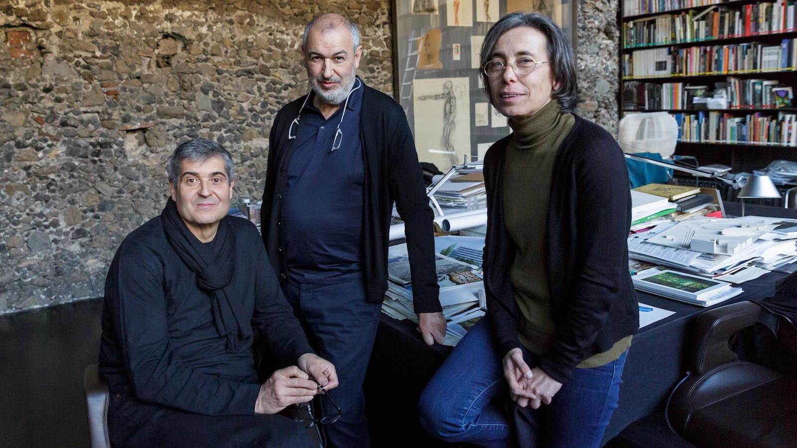 Rafael Aranda, Ramon Vilalta i Carme Pigem, de l'estudi d'Olot RCR, després de saber-se que han rebut el premi Pritzker