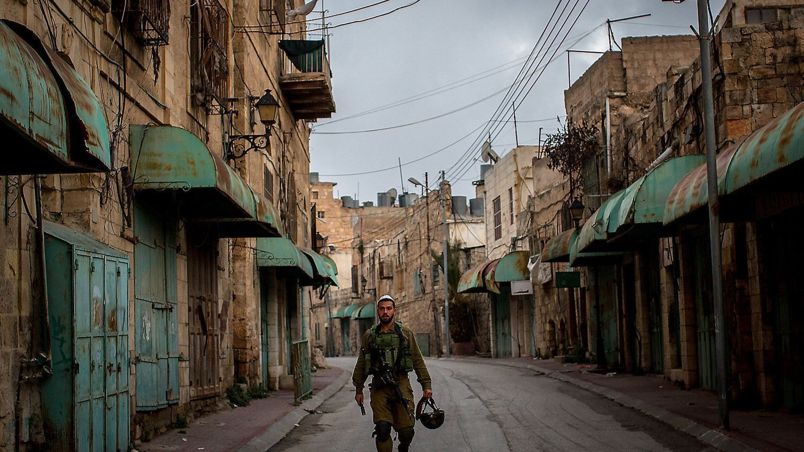 Hebrón és una ciutat fantasma a causa dels assentaments i la presència militar