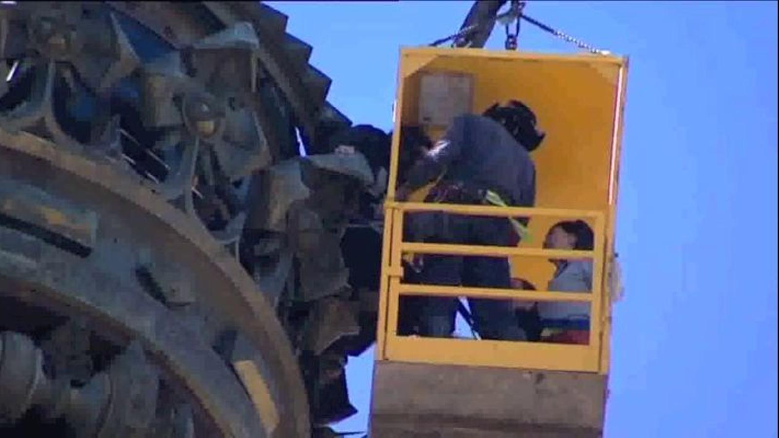 El rescat dels sis turistes atrapats al monument a Colom