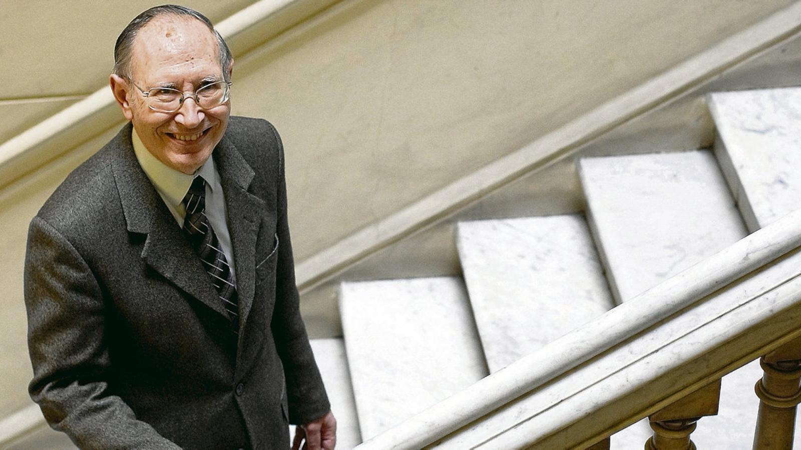 Josep Massot i Muntaner va néixer   A Palma l'any 1941.