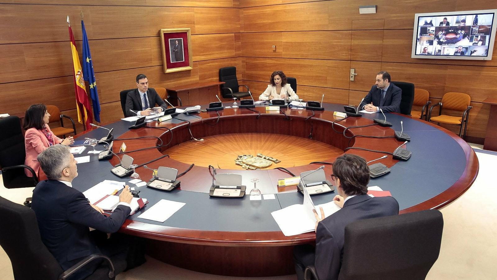 Pedro Sánchez presidint ahir la reunió del consell de ministres.