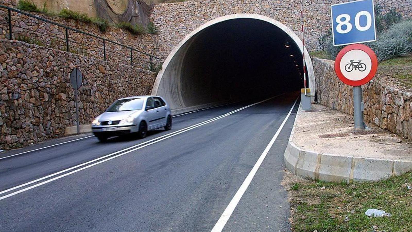 El túnel de Sóller fou inaugurat el 1997. La seva concessió irregular va   Fer caure el president Gabriel Cañellas.