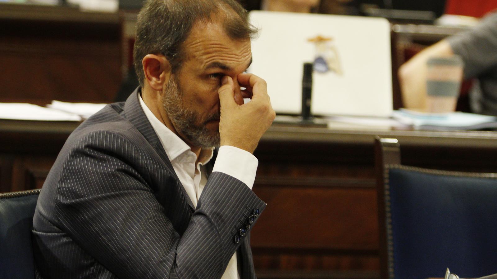 El vicepresident, Biel Barceló, durant el debat de la seva reprovació.