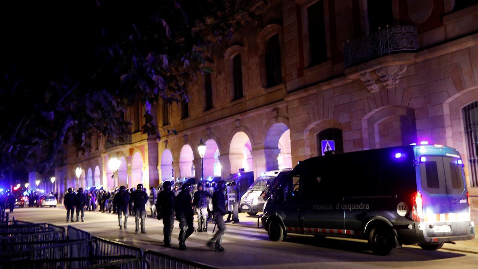 El cordó policial dels mossos ha evitat que els manifestants arribessin al Parlament