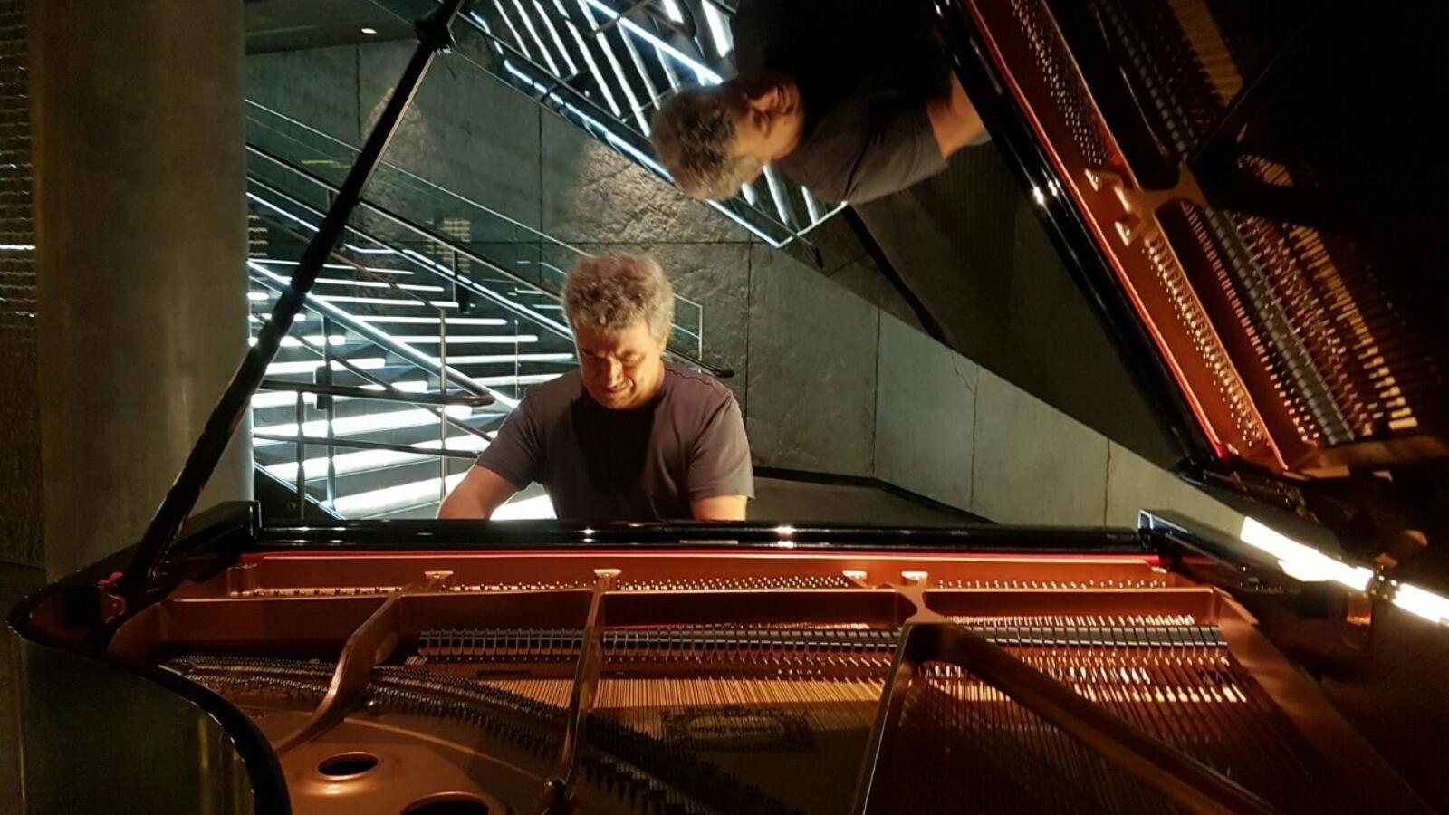 Luis Carmons és un dels professionals més importants del piano.