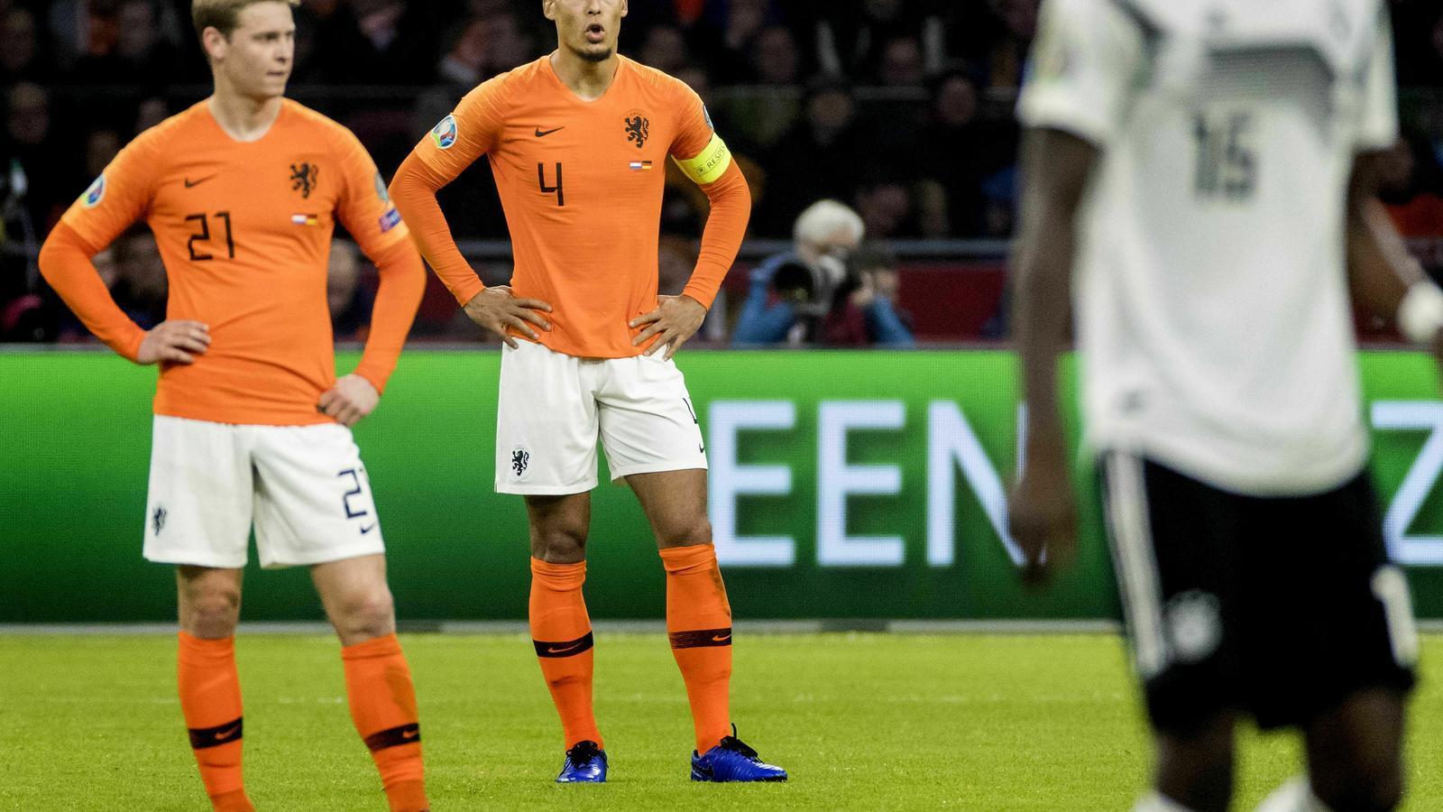 Frenkie de Jong i Virgil van Dijk durant la derrota contra la selecció alemana