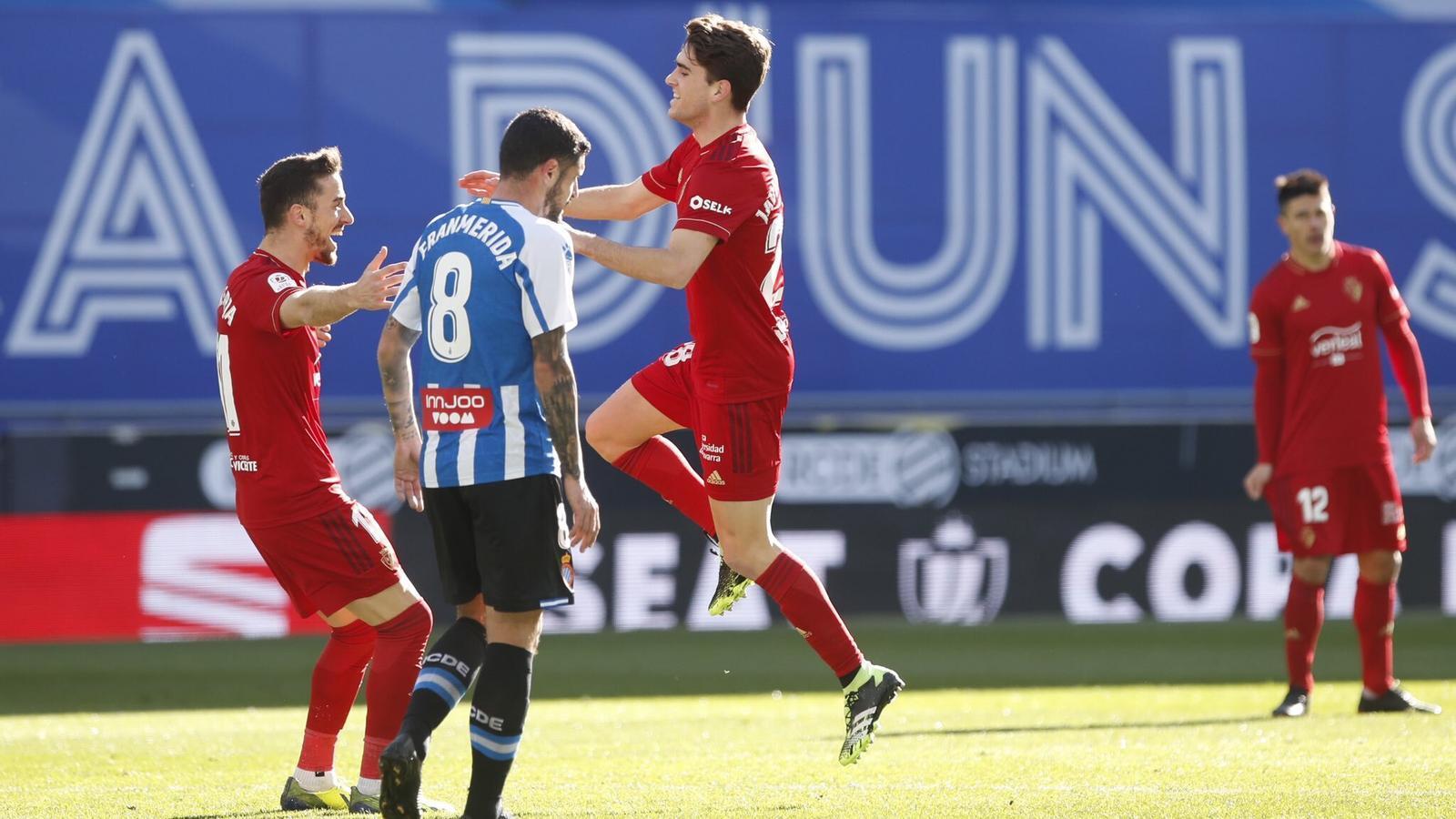 Els jugadors de l'Osasuna celebren el primer gol contra l'Espanyol