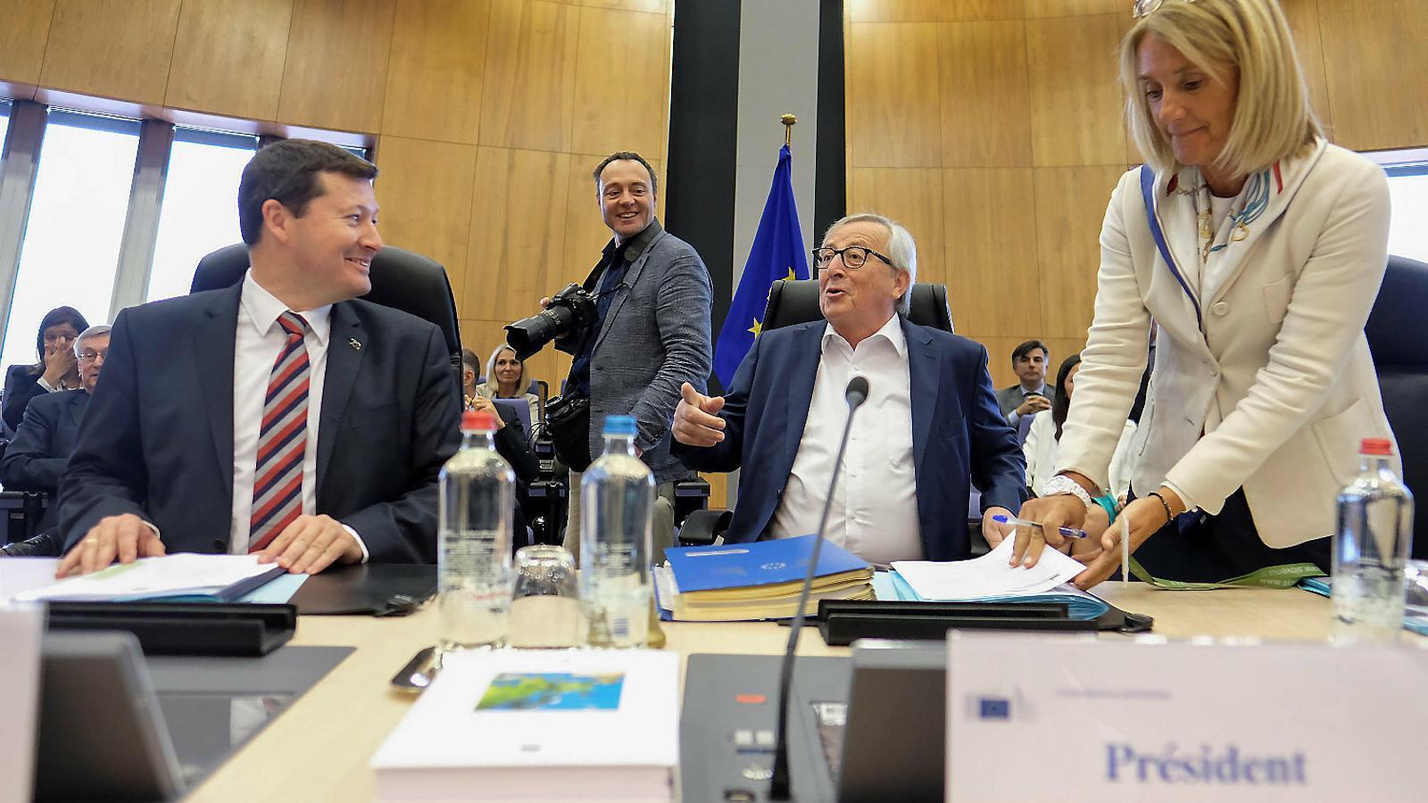 L'alemany Martin Selmayr, a l'esquerra, amb el seu mentor Jean-Claude Juncker.
