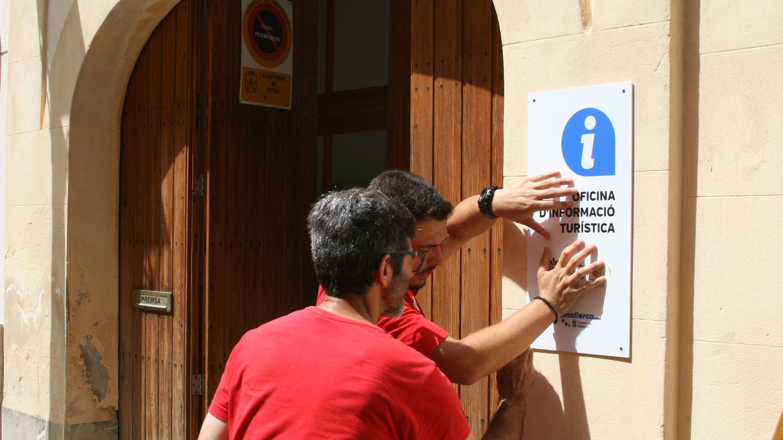 La Mancomunitat del Pla acaba d'obrir una oficina turística vora la seu de l'entitat, al carrer Hospital de Petra.