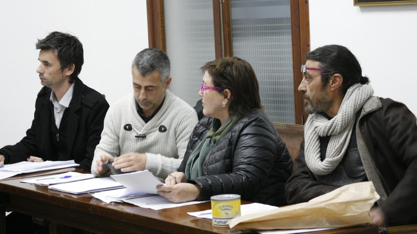 Jaume Català (MÉS), esquerra, ha criticat la forta pressió tributària aplicada per PxP als propietaris d'immobles.