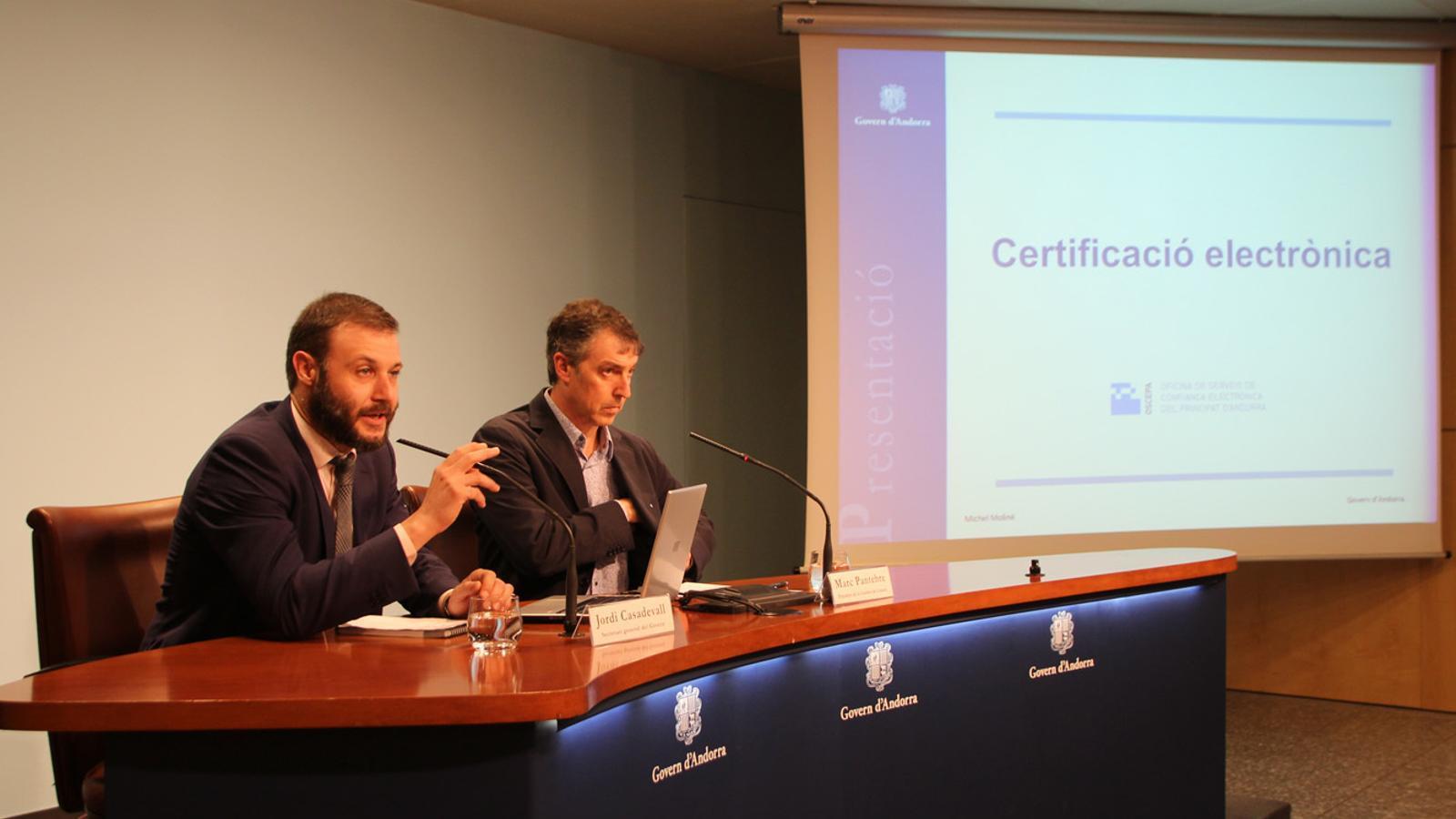 El secertari general del Govern, Jordi Casadevall, i el president de la Cambra, Marc Pantebre, durant la presentació