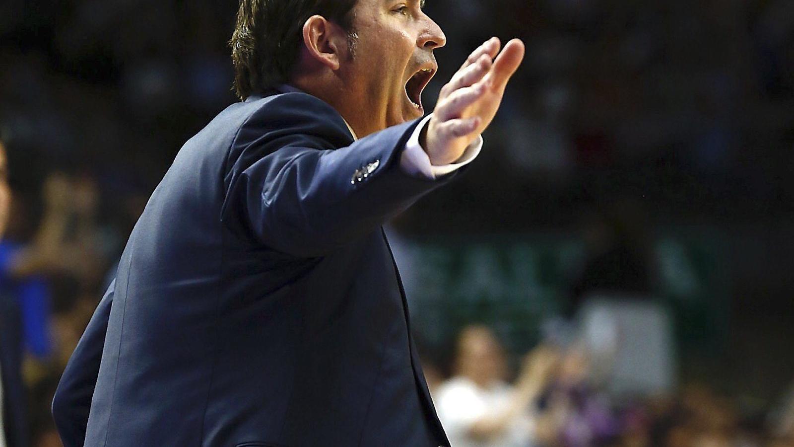 Xavi Pascual, entrenador del Barça Lassa de bàsquet, durant el tercer partit de la final contra el Reial Madrid.