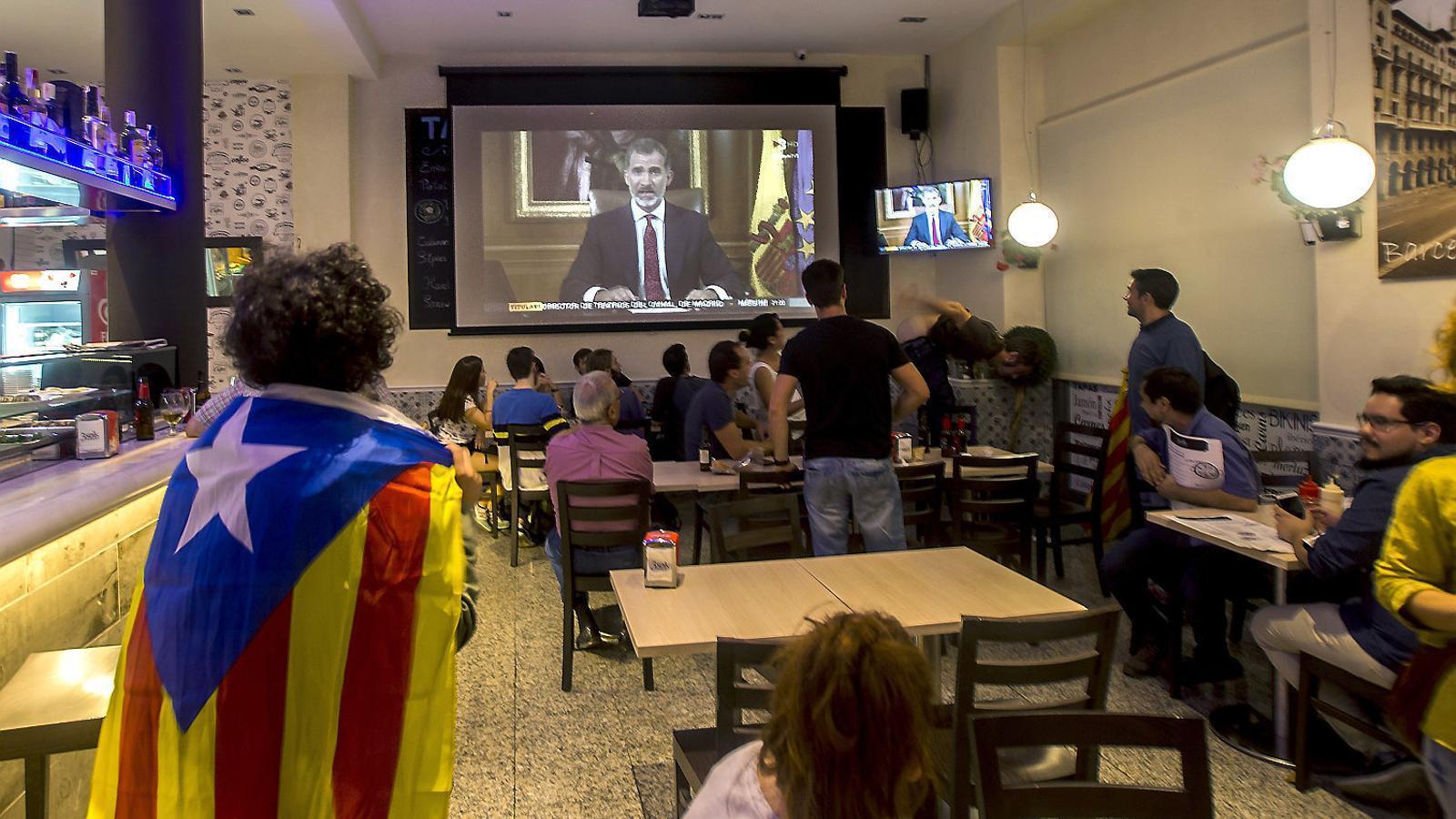 Seguiment del discurs del rei el 3 d'octubre a Barcelona després de la jornada d'aturada general per la repressió policial durant el referèndum de l'1-O.