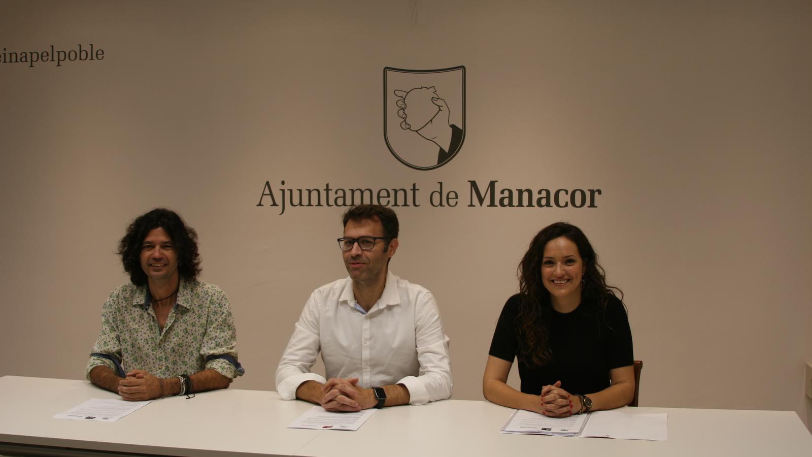Carles Grimalt (UP), Miquel Oliver (MÉS-Esquerra) i Nuria Hinojosa (PSOE) durant la presentació de l'organigrama.