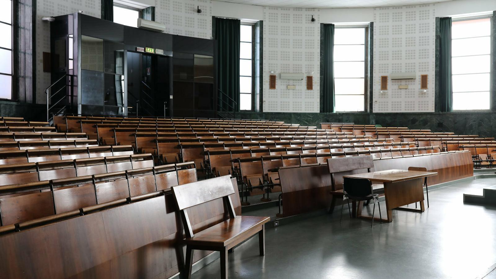 Imatge de l'auditori buit de la universitat de La Sapienza, a Roma,  en una imatge presa el dia 5 de març.