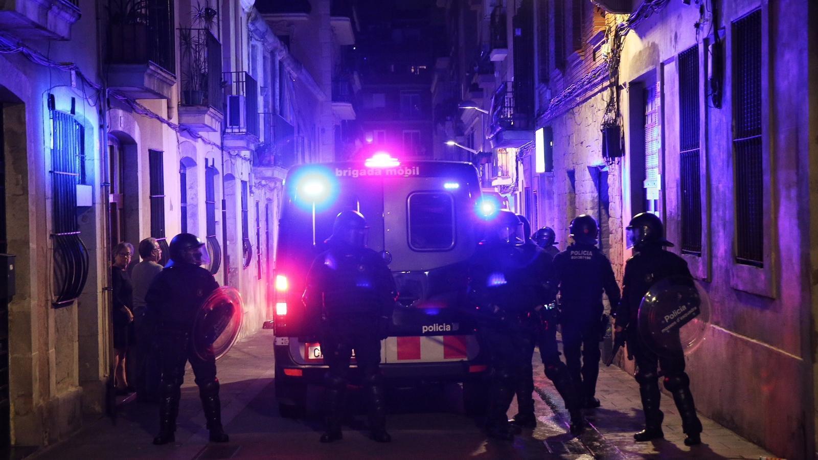 Els Mossos han detingut una persona i n'han denunciat dues més / PERE VIRGILI