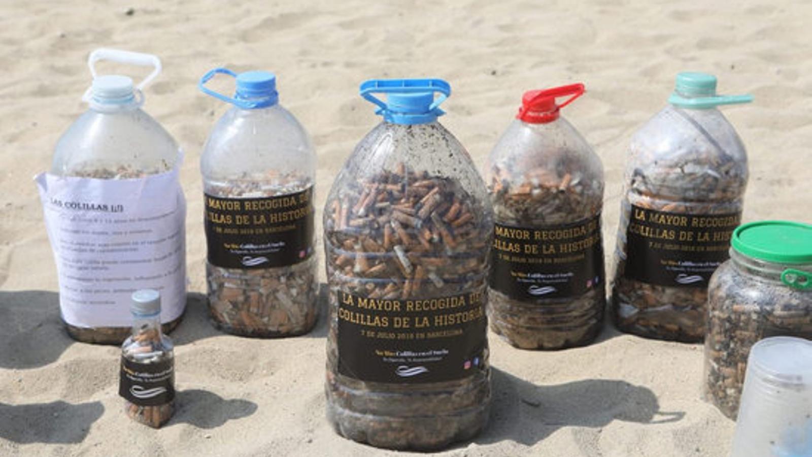 Cacera a les burilles, el residu més tòxic que infesta la platges de Barcelona / ACN