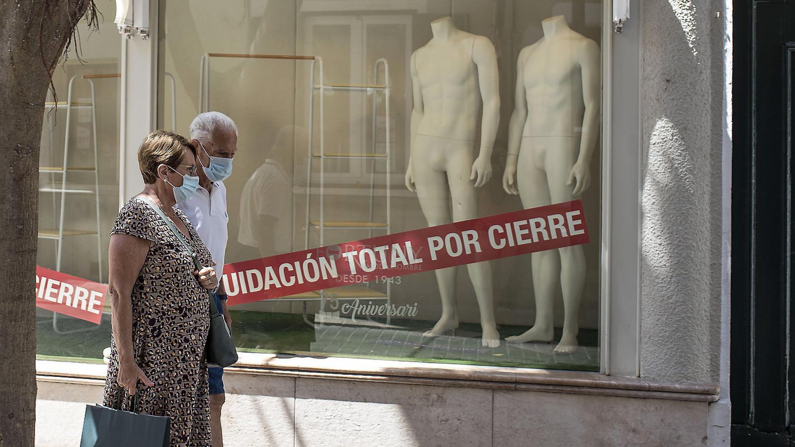 El coronavirus ensorra els botiguers de Menorca: més del 20% tancaran enguany