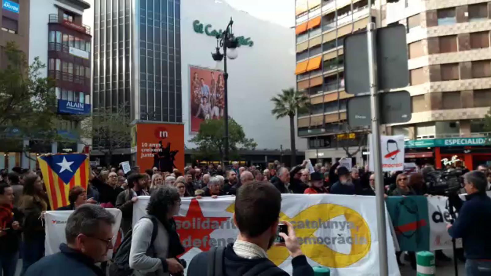 Centenars de persones demanen a València l'alliberament dels presos polítics