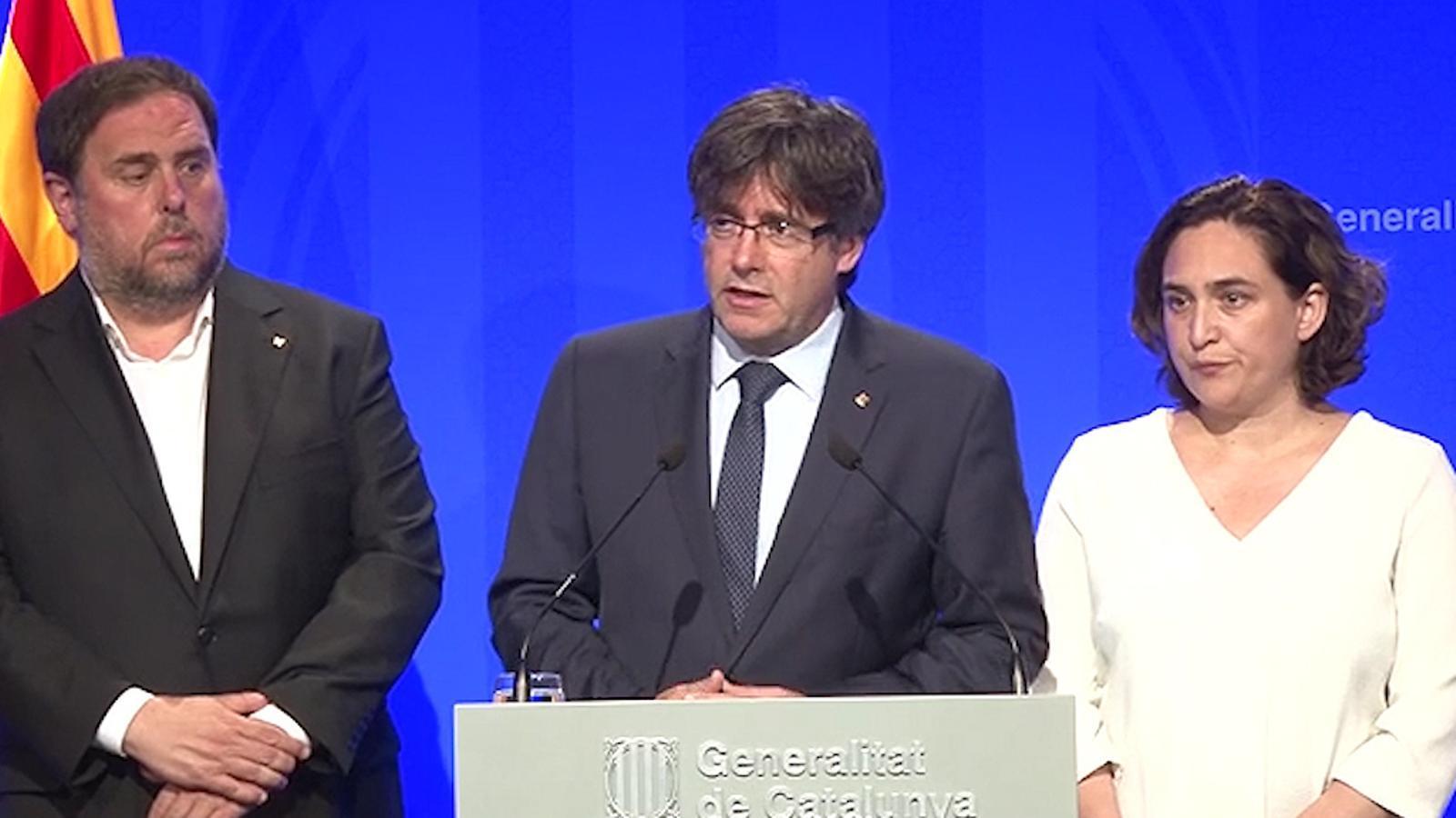 Declaració institucional del president de la Generalitat, Carles Puigdemont i Ada Colau per condemnar l'atac terrorista