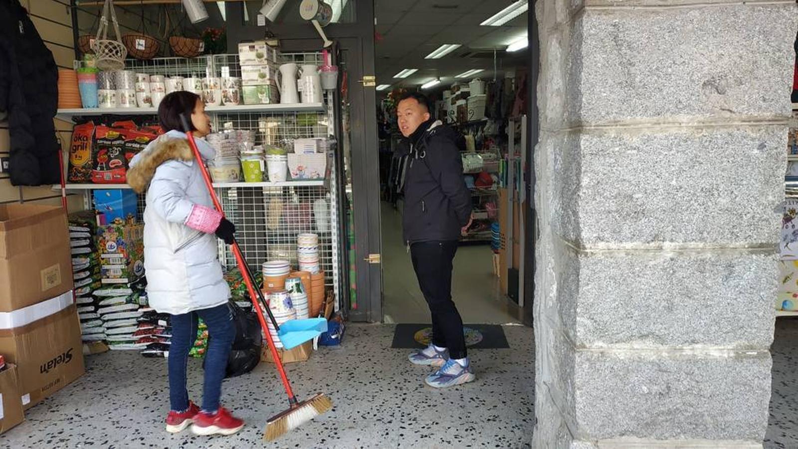 Una botiga regentada per xinesos, en una imatge d'arxiu. / ARXIU ANA