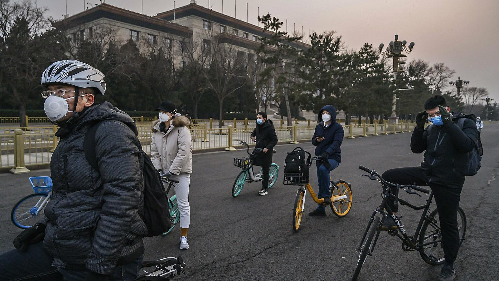 Bars clandestins a Pequín per veure amics sense mascareta
