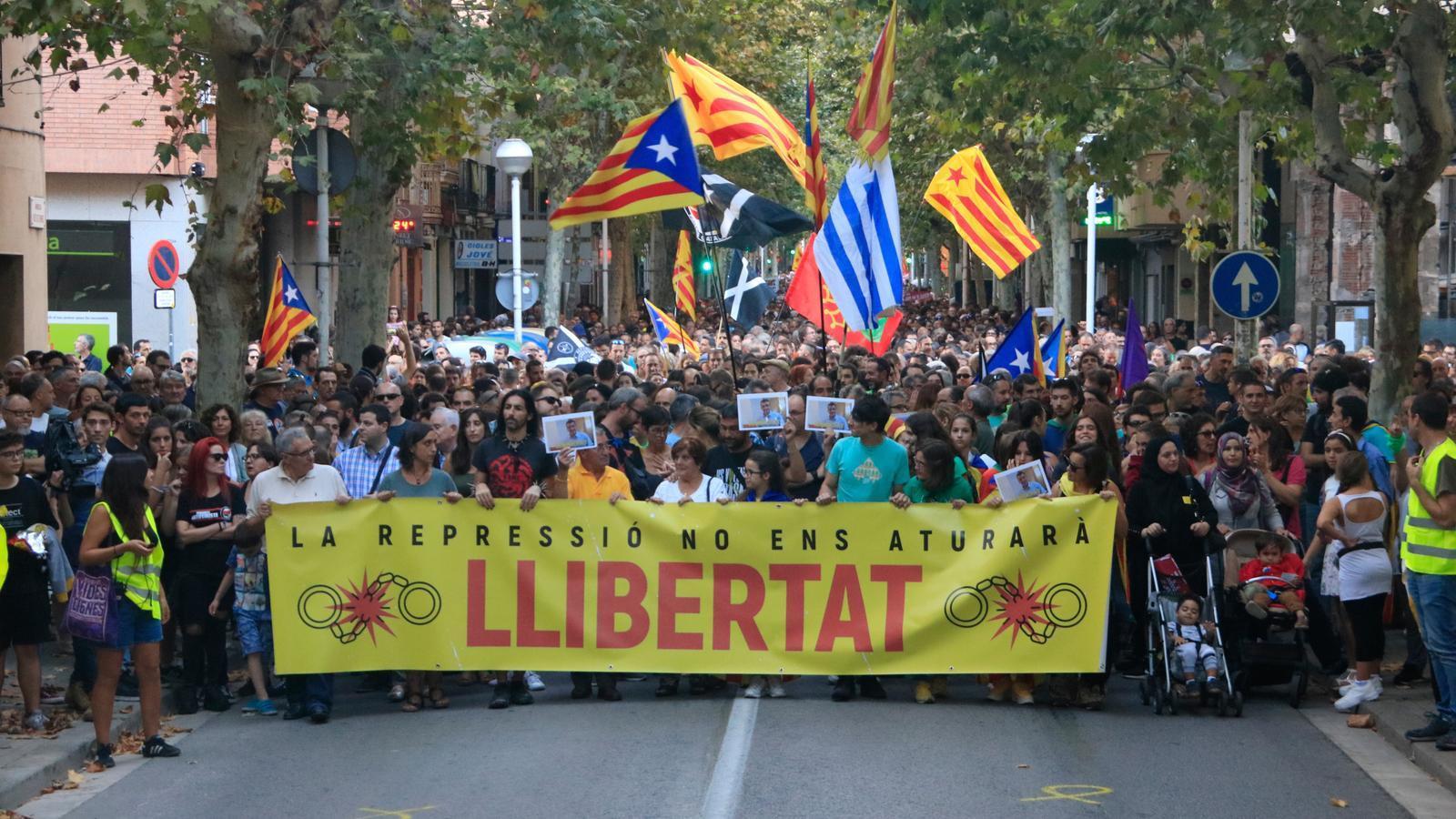 12.000 persones es manifesten a Sabadell per l'alliberament dels membres dels CDR empresonats