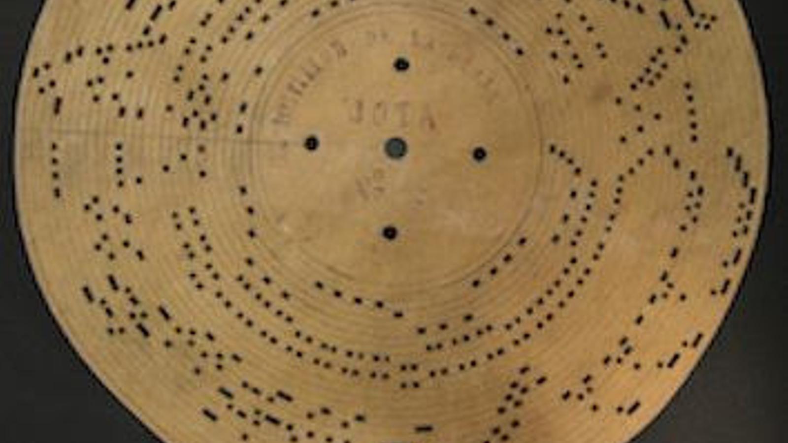 El disc perforat amb la primera gravació del 'Jaleo' menorquí.
