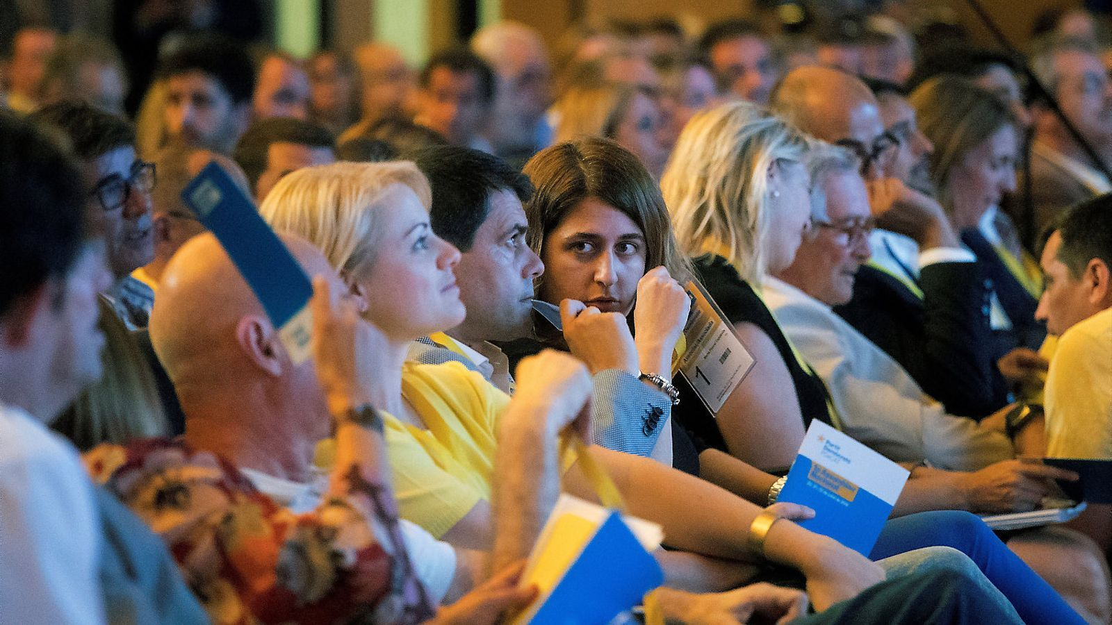 La coordinadora general del PDECat, Marta Pascal, juntament amb altres membres de l'executiva, en la inauguració de l'assemblea del partit al Palau de Congressos de Catalunya (Barcelona).