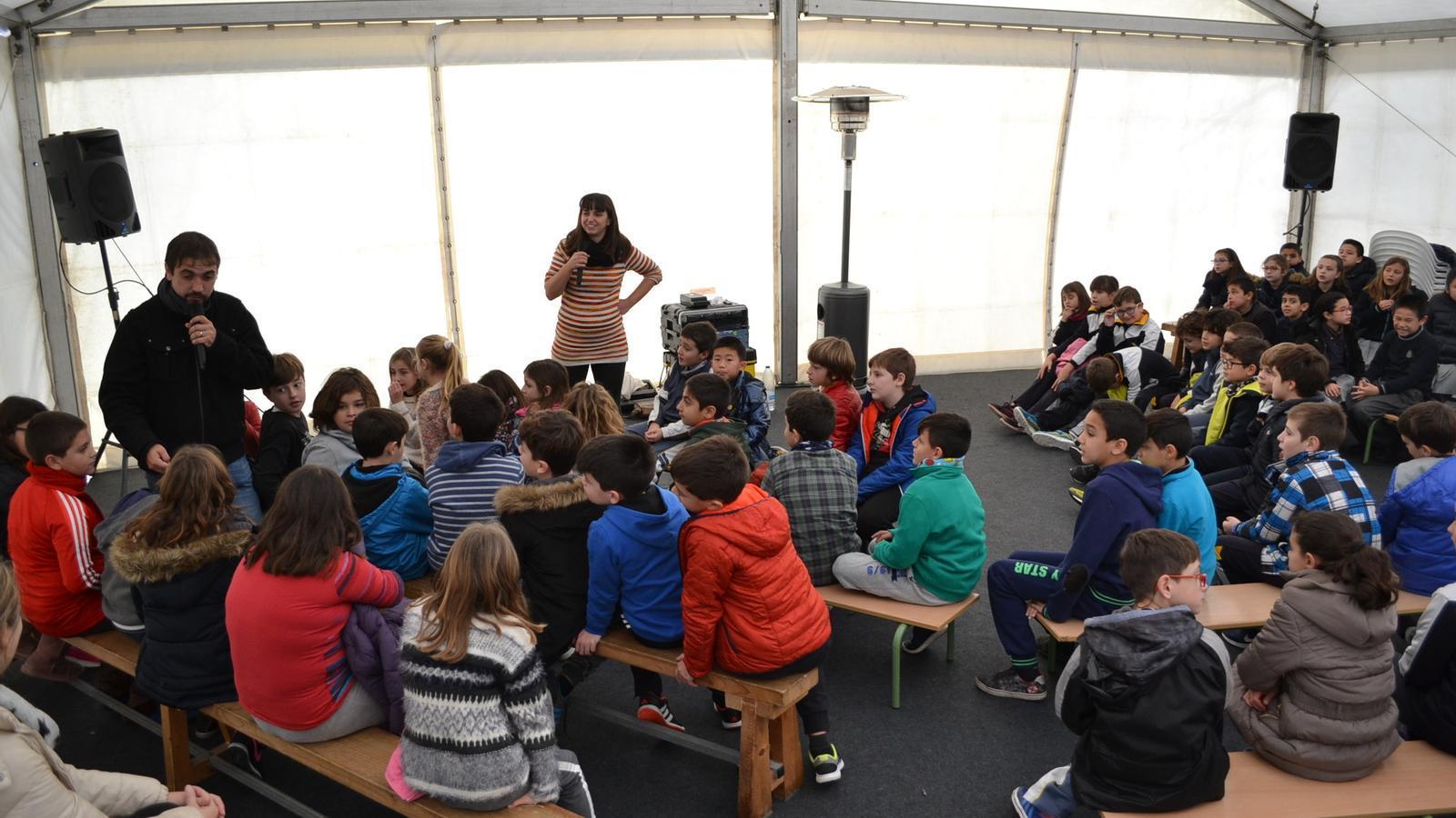 Aquest dies, els escolars ja viuen Sant Antoni en les seves activitats escolars.