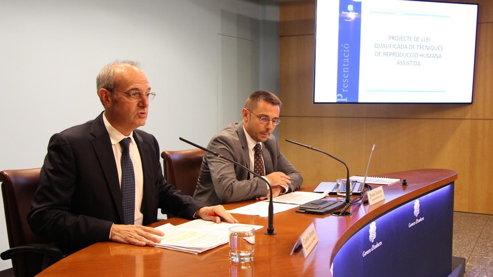 Carles Álvarez i Joan León durant la presentació del projecte de llei. / M. T. (ANA)