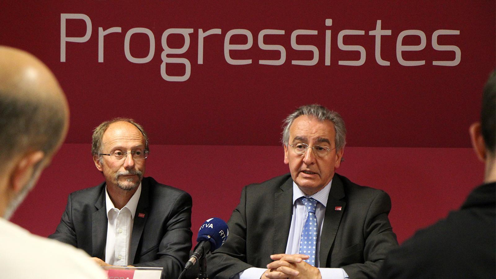 El conseller general, Víctor Naudi, i el president d'SDP Jaume Bartumeu durant la roda de premsa. / M. M.